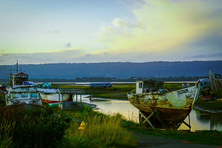 Cimitero di barche abbandonate a Homer, Alaska