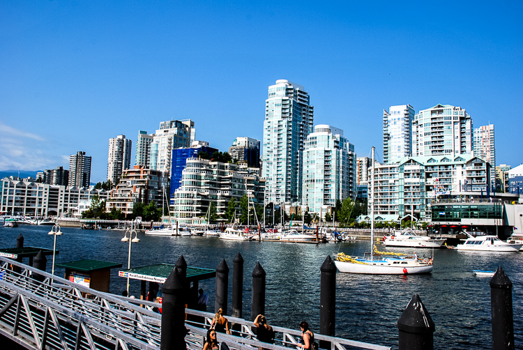 Panorama della baia di Vancouver da Granville Island