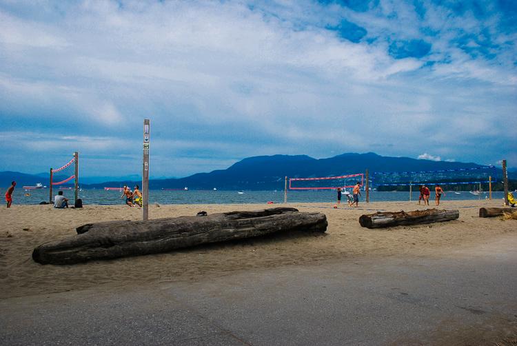 Spiaggia di Vancouver con campi da beach volley