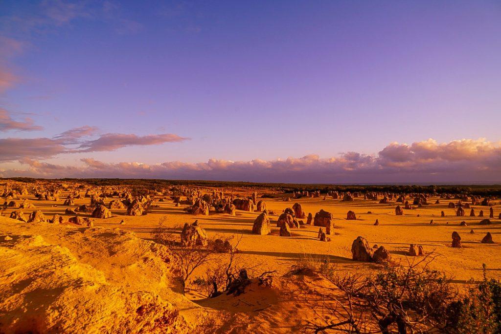 Tramonto al deserto dei pinnacoli, western australia